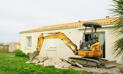 Centrale de location : Quels engins pour aménager sa terrasse à La Brède ?