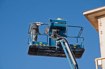 Centrale de location : Comment utiliser une nacelle électrique à Camarsac ?